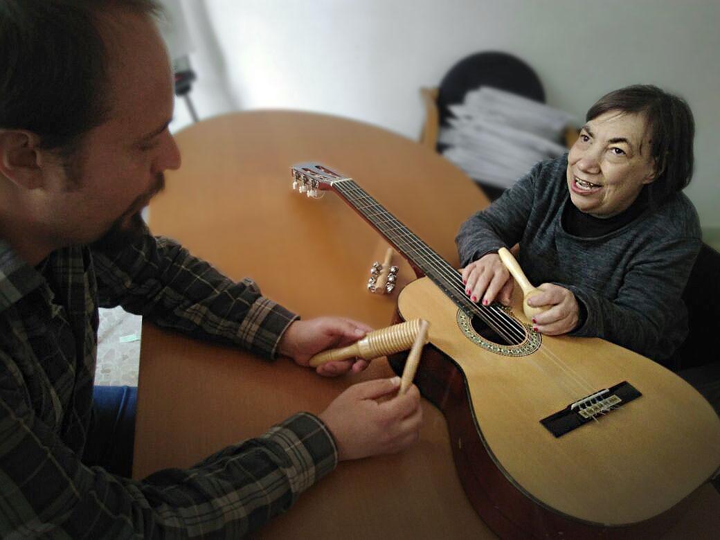 laboratorio di musicoterapia nella casa famiglia per persone con disabilità Casablu