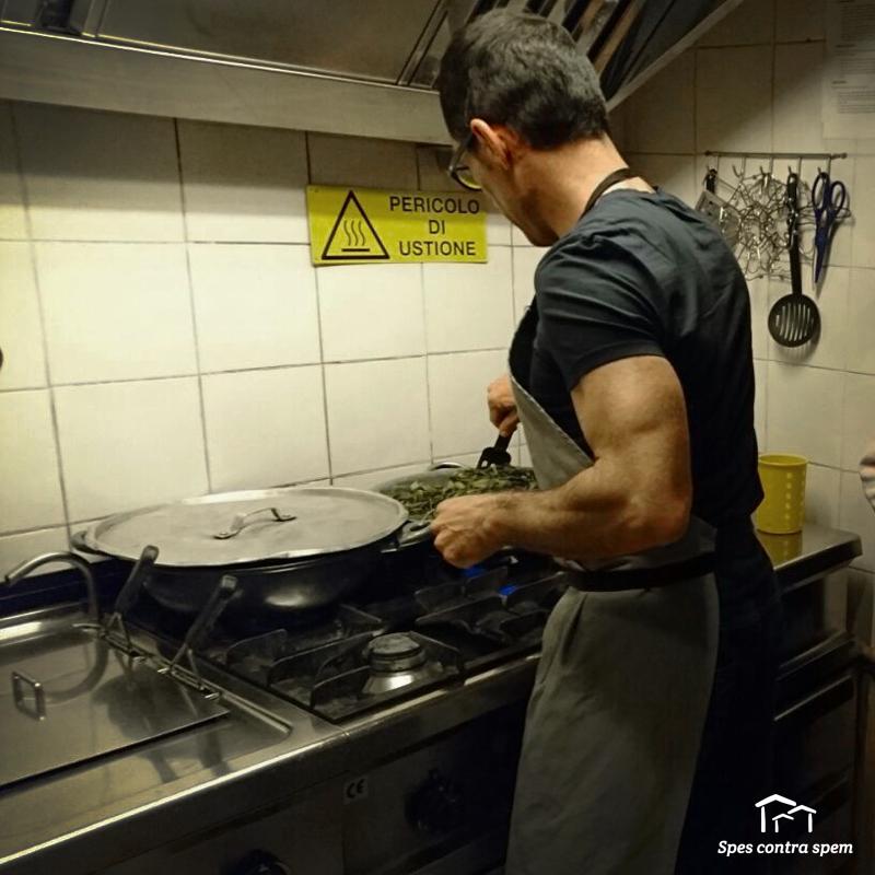 Volontario-cucina-in-casa-famiglia-roma